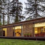 แบบบ้านไม้แนวคิดสมัยใหม่ ออกแบบประหยัดพลังงาน รูปทรงเรียบง่ายแต่ทันสมัย