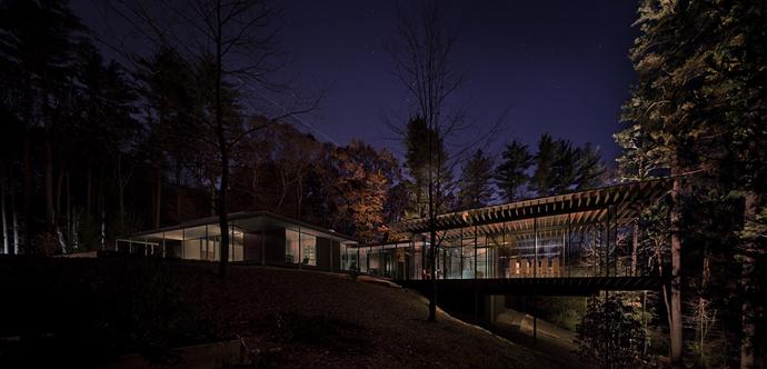 modern glass wall wooden house (16)