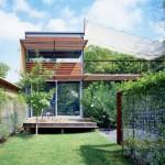 แบบบ้านสองชั้นสมัยใหม่ กับพื้นที่สวนในบ้าน เชื่อมต่อชีวิตเข้ากับความเป็นธรรมชาติ