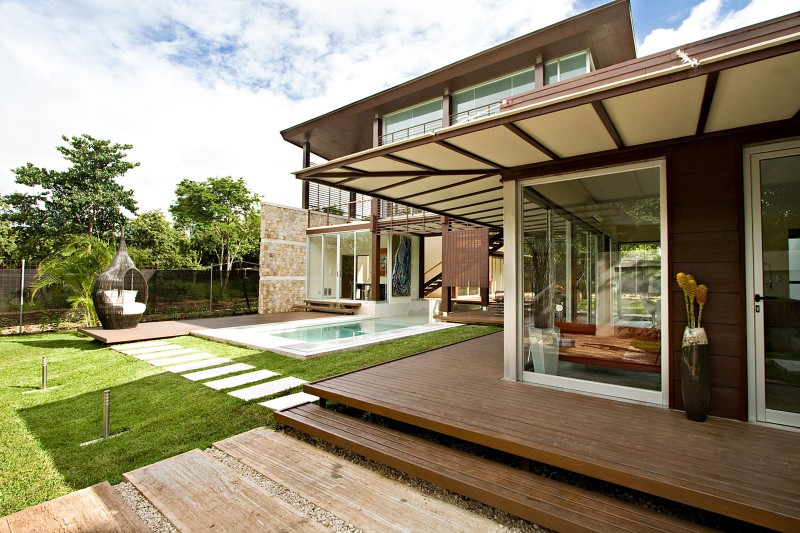 modern house with yard and pool for family to live perfectly (1)