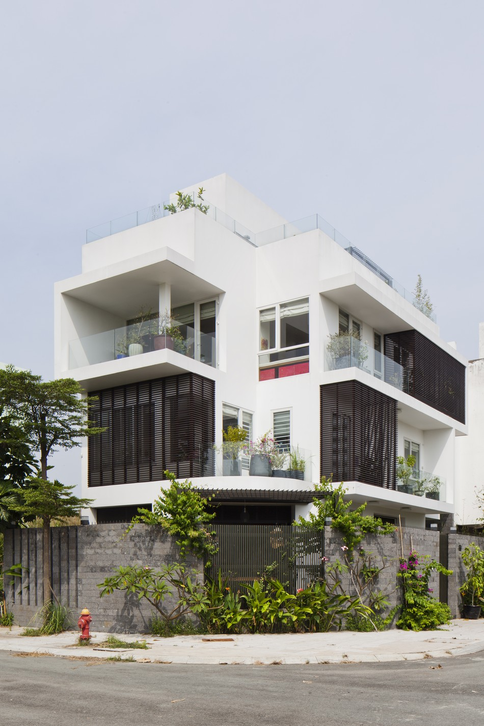 modern tropical house style with green natural in vietnam (2)