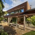 บ้านสองชั้นแนวโมเดิร์น ที่ออกแบบภายในอย่างโปร่งโล่ง ผสมผสานความร่วมสมัยลงตัว