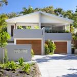 บ้านสองชั้นแนวโมเดิร์นโทรปิคอล ออกแบบภายนอกและภายในทันสมัย พร้อมใส่ใจพื้นที่สีเขียว