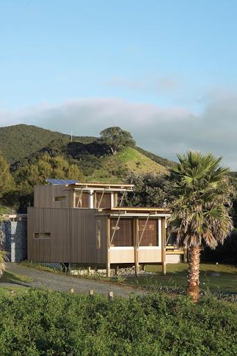 modern tropical wood house envisonment saving solar power (2)