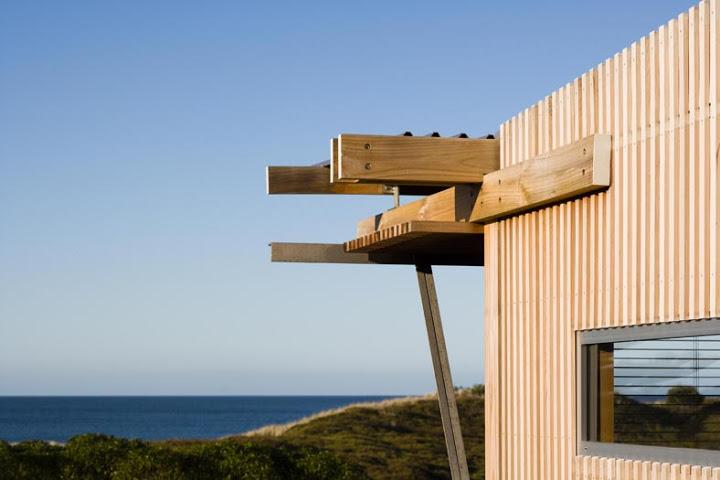 modern tropical wood house envisonment saving solar power (3)