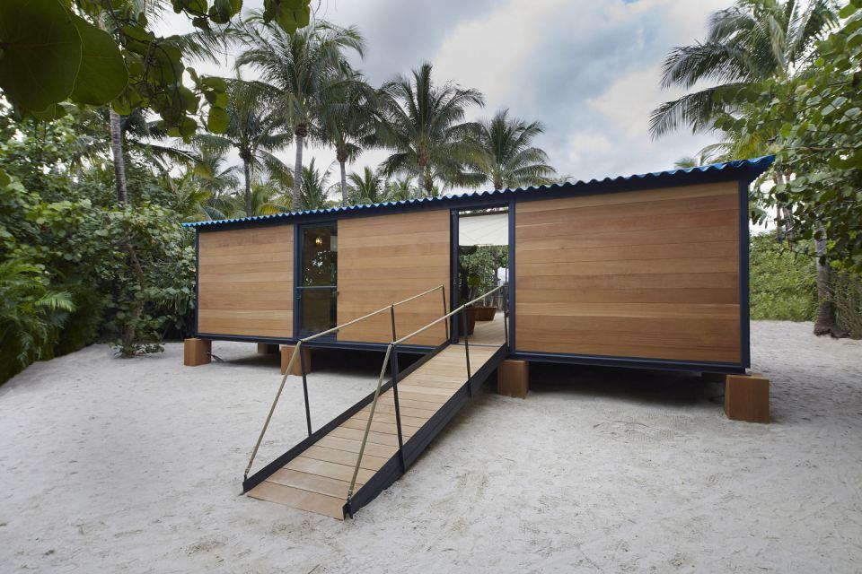 modern tropical wooden box house compact living idea (1)
