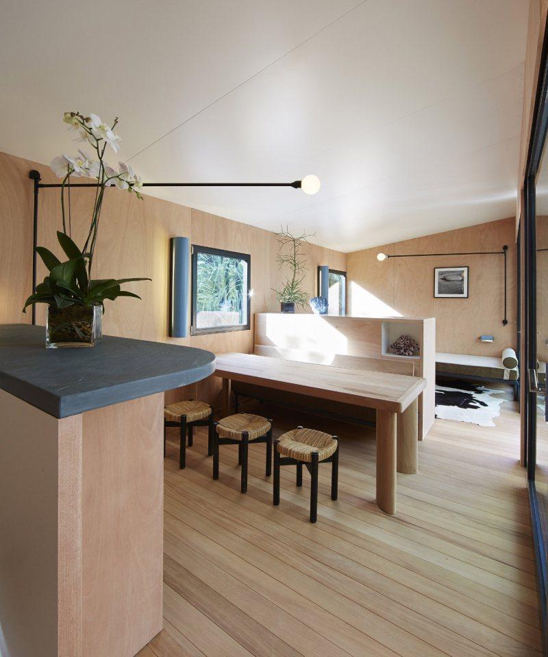 modern tropical wooden box house compact living idea (15)
