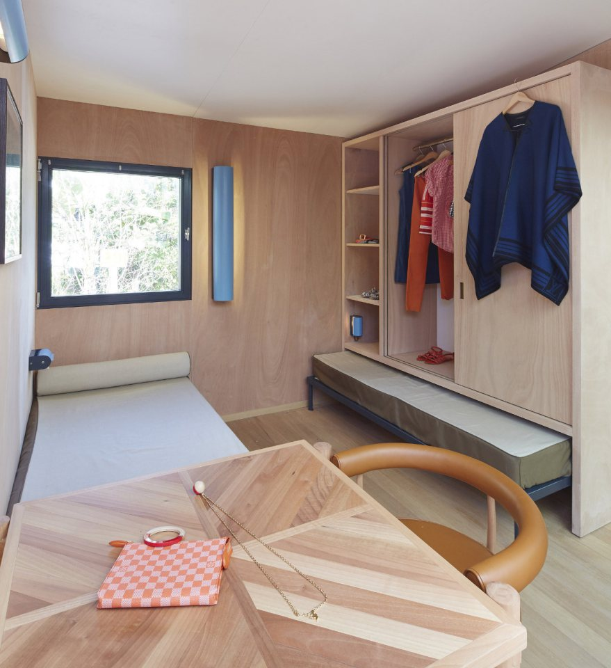 modern tropical wooden box house compact living idea (17)