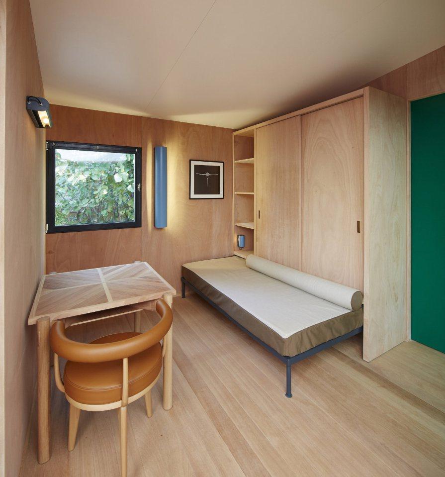 modern tropical wooden box house compact living idea (18)