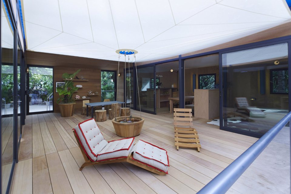 modern tropical wooden box house compact living idea (7)