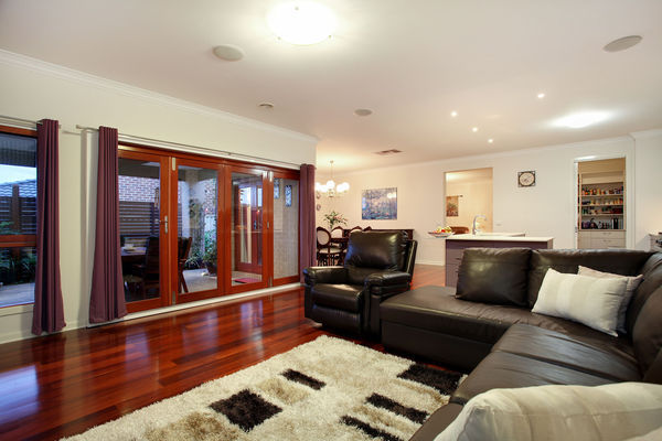 one storey contemporary resident for family (4)