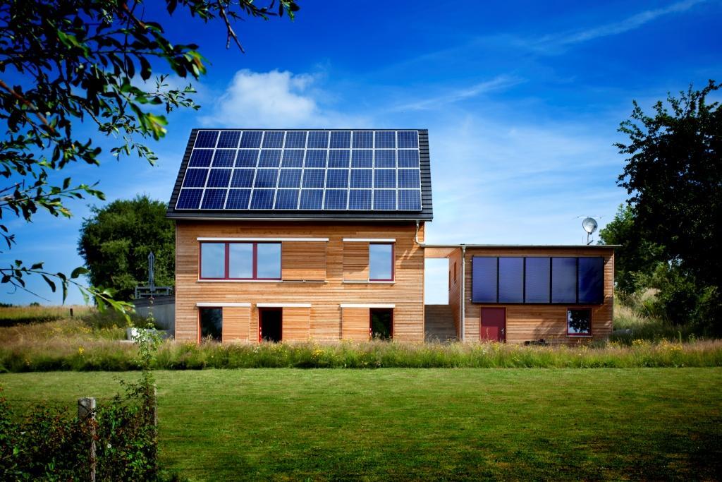 solar power modern house compact wood (1)