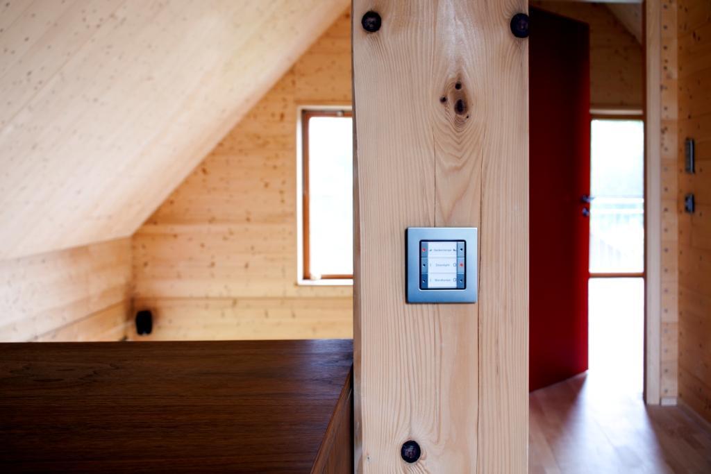 solar power modern house compact wood (11)