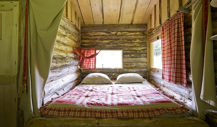 tiny wooden cottage house (4)