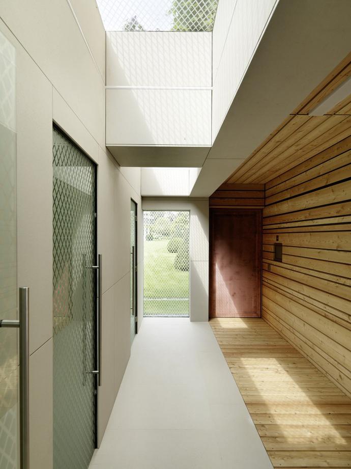wooden modern boathouse in austria (11)