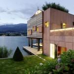 บ้านไม้เรือนแพแนวโมเดิร์น ออกแบบทรงกล่องกะทัดรัด พร้อมรับมือกับปัญหาน้ำท่วม