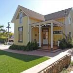 บ้านกระท่อมไม้สองชั้น ออกแบบแนวคันทรี บนแนวคิดความเรียบง่ายของการใช้ชีวิต