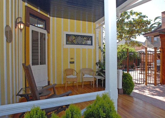 yellow cottage country house for small family (6)
