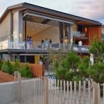 บ้านตากอากาศริมทะเล เปิดหน้าบ้านรับลมแบบเต็มๆ กับการออกแบบแปลกใหม่น่าสนใจ