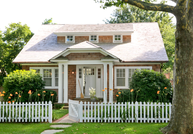 american-cottage-house-for-small-family-with-white-interior