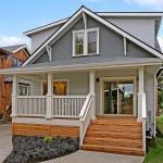 บ้านไม้สองชั้น ออกแบบเรียบง่ายแนวอเมริกัน มีพื้นที่ให้ครอบครัวใหญ่อยู่อย่างสบายๆ