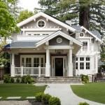 บ้านสองชั้นแนวคลาสสิค พร้อมการตกแต่งภายในแบบย้อนยุค บนความเรียบสวยงาม