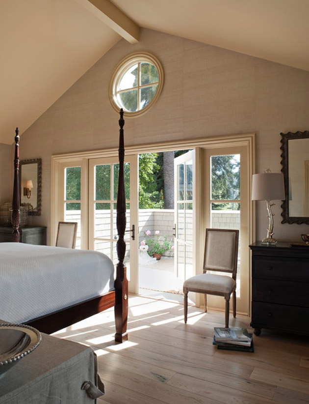 classical cottage house with vintage interior design in california (16)