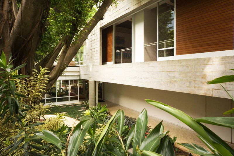 concrete modern residence in brazil with beautiful garden  (3)