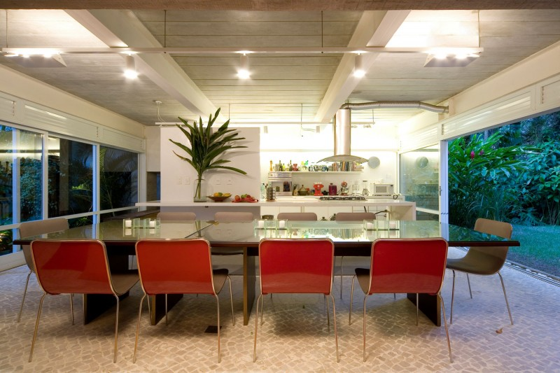 concrete modern residence in brazil with beautiful garden  (4)