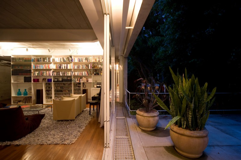 concrete modern residence in brazil with beautiful garden  (6)