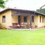 บ้านกระท่อมหลังเล็กๆ ตกแต่งแบบสเปน พร้อมพื้นที่ภายในที่โล่งตาและดูอบอุ่น