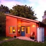 บ้านไม้ชั้นเดียว ออกแบบหลังคาเอียงมีเอกลักษณ์ ตกแต่งภายในอบอุ่นและดูกว้างขวาง