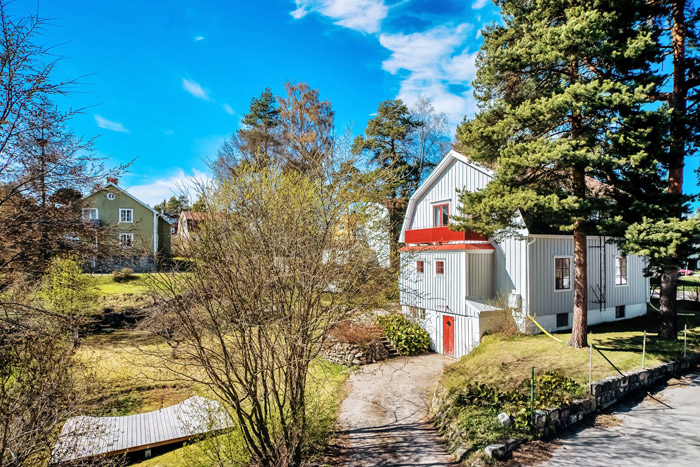 contemporary swedish cottage wooden house (12)