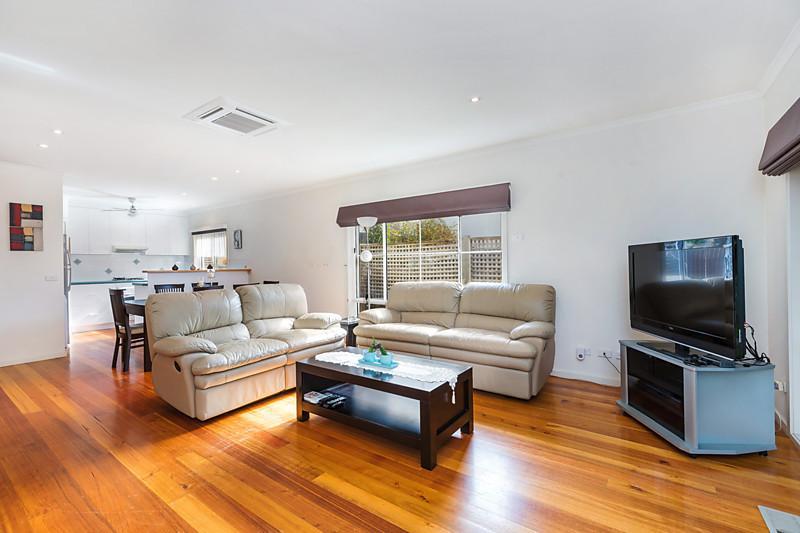 contemporary three bedrooms house idea (9)