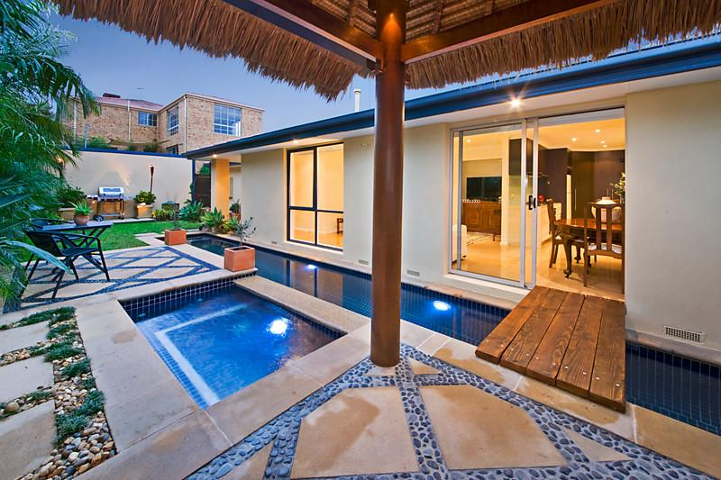 contemporary tropical house with pool and garden for small family (2)