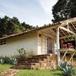 บ้านกระท่อมแนวคันทรี ก่ออิฐหลังคามุงกระเบื้อง ตกแต่งให้โล่งและปลอดโปร่ง
