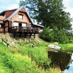 บ้านอิฐริมน้ำ กับการออกแบบตกแต่งแนวคลาสสิค ท่ามกลางบรรยากาศเขียวสบายตา
