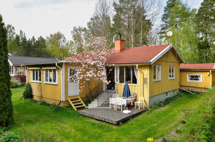 cottage country house yellow tiwh red roof in sweden (1)