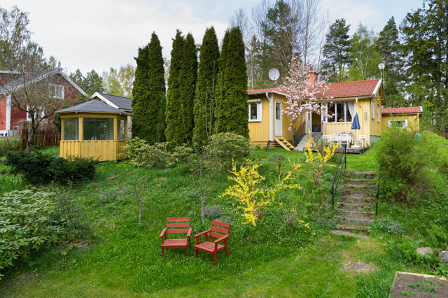 cottage country house yellow tiwh red roof in sweden (15)