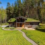 บ้านกระท่อมไม้ชั้นครึ่ง ออกแบบแนวอนุรักษ์ธรรมชาติ บนชีวิตเรียบง่ายแสนสุข