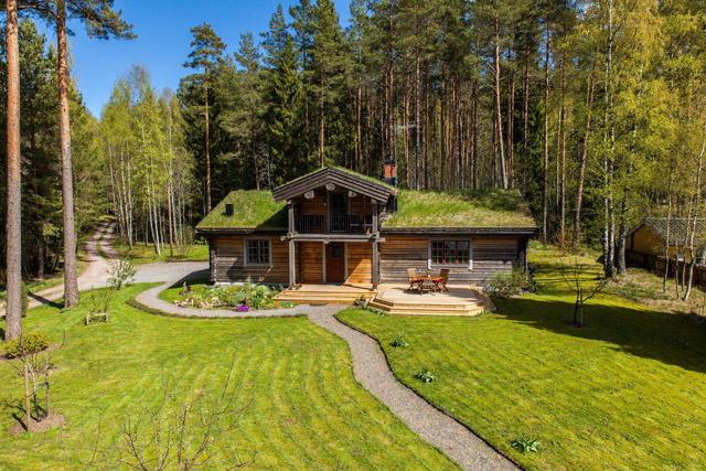 cottage eco wooden log house in sweden (1)