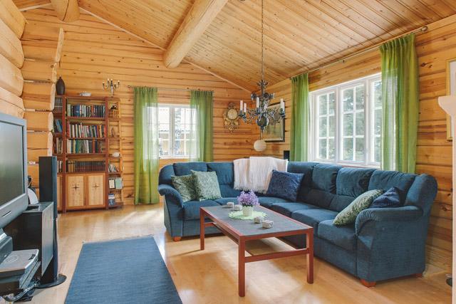 cottage eco wooden log house in sweden (11)