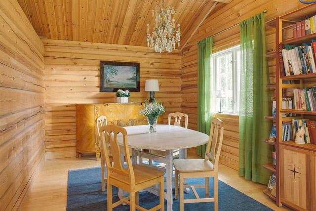 cottage eco wooden log house in sweden (14)