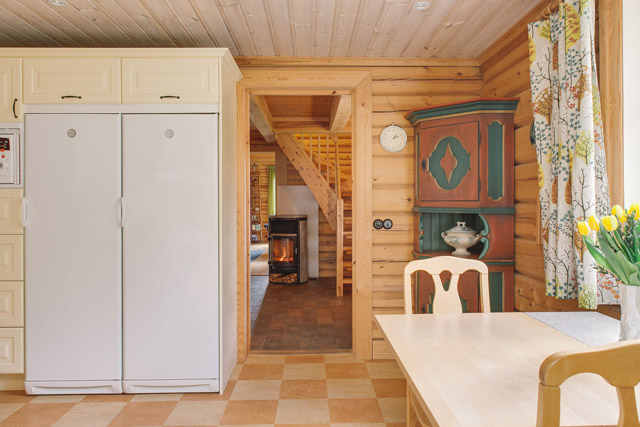 cottage eco wooden log house in sweden (20)