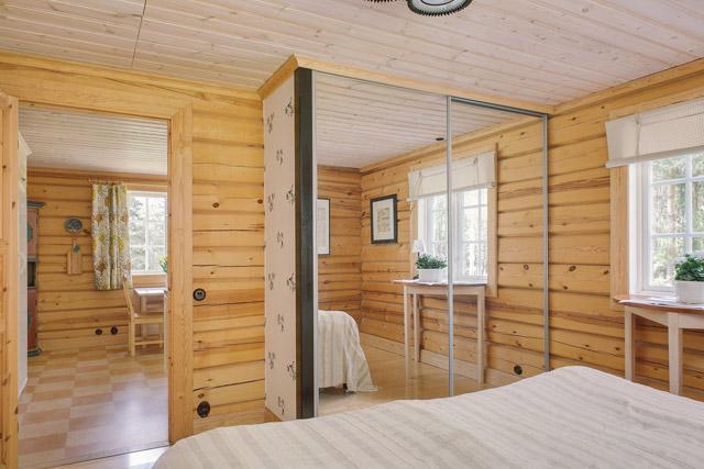 cottage eco wooden log house in sweden (22)