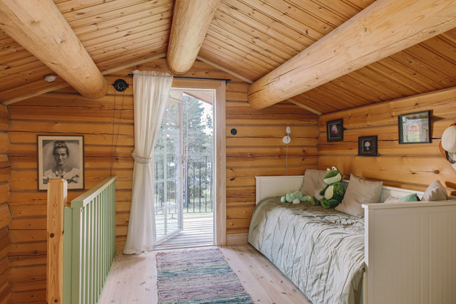 cottage eco wooden log house in sweden (25)