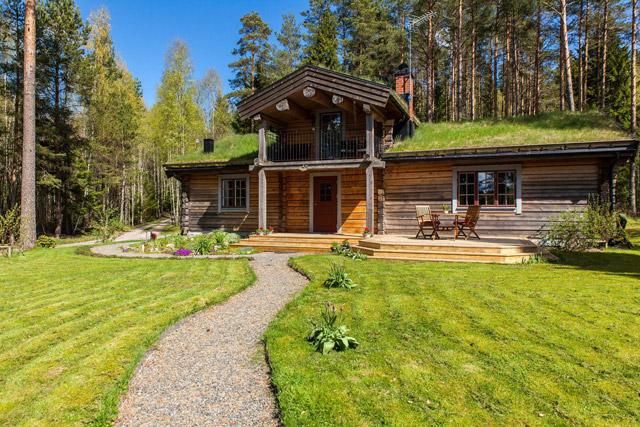 cottage eco wooden log house in sweden (28)
