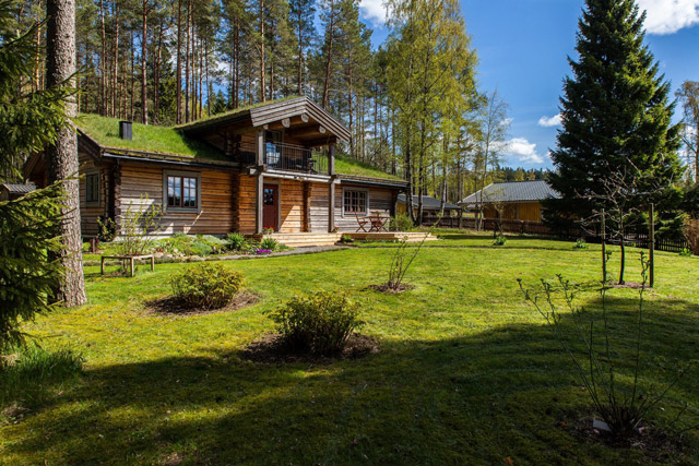 cottage eco wooden log house in sweden (5)