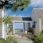 บ้านกระท่อมบรรยากาศริมทะเล ตกแต่งภายในให้อารมณ์วินเทจ โล่งโปร่งตา