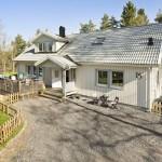 บ้านไร่ในบรรยากาศชนบท ออกแบบกระท่อมไม้ชั้นเดียว 3 ห้องนอน อยู่ได้อย่างสบายๆ